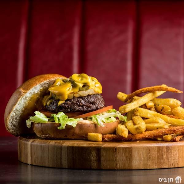 ויוה זאפאטה, המבורגר 200 גרם בלחמניה עם ספייסי...
