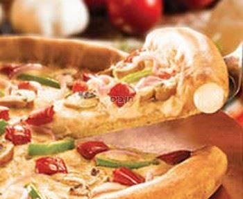 צ'יזי קראסט, פיצה משפחתית מבצק דק עם מילוי גבינה...