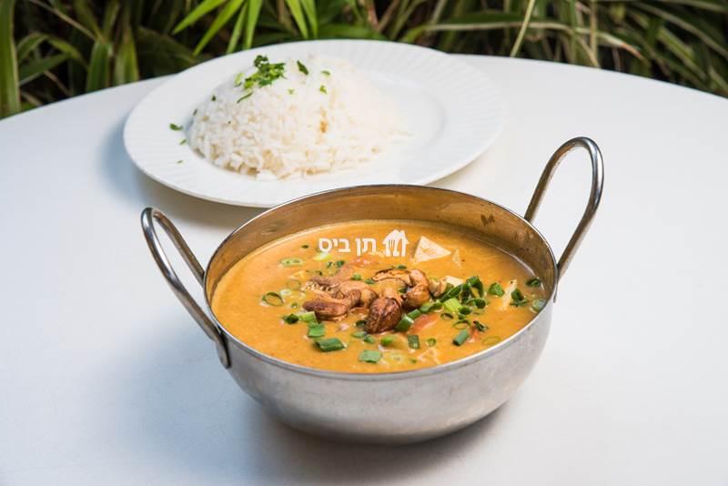 מאסמן קארי תאילנדי, רוטב קארי מתקתק עם חלב קוקוס, טופו, קשיו, ...