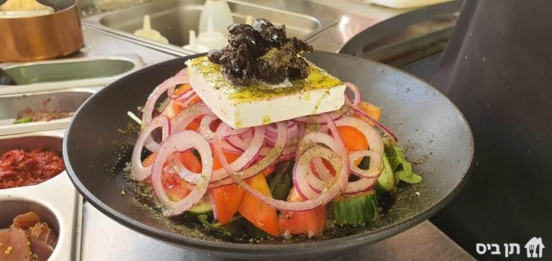 סלט יווני, חסה, רוקט, עגבניה, מלפפון, פלפל ירוק,...