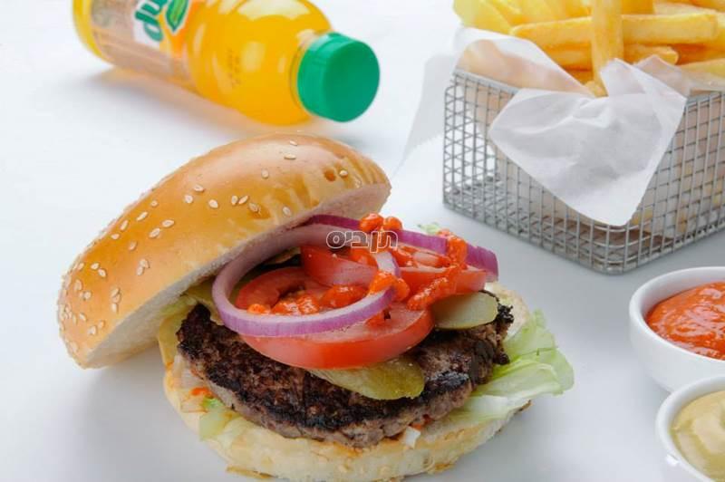עסקית המבורגר יחיד, מנה עיקרית, תוספת ושתייה לבחירה