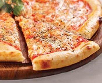 פיצה ענקית דקה