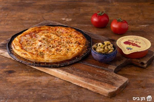 מגש פיצה אישית, שישה משולשים. כל תוספת שלושה שקלים