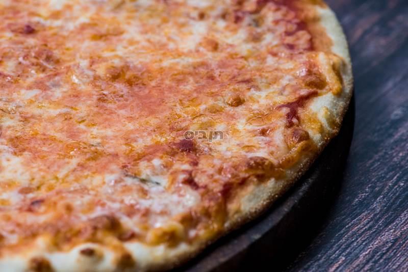 נאפולי, רוטב עגבניות גבינה בזיליקום